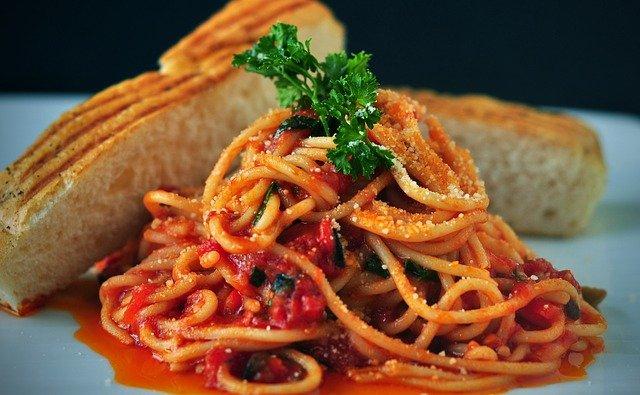 Pasta alla catanese: alici, finocchietto e pangrattato